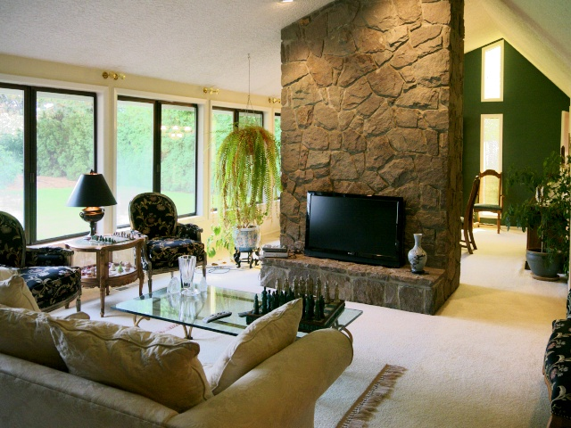 formal_living_room_fireplace_640